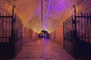 Проход в арке. Вечерний Иерусалим