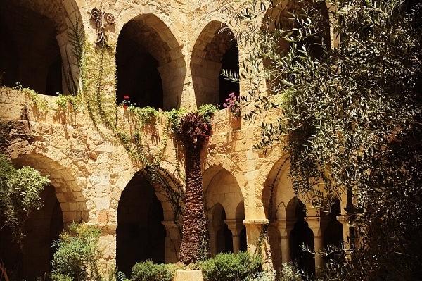 Католический участок. Рыцарский Иерусалим 9 часов